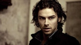 https://corrsistersdotcom.files.wordpress.com/2019/04/d8d3e-aidan-turner-aidan-turner-32584689-450-253.jpg?w=325&h=183
